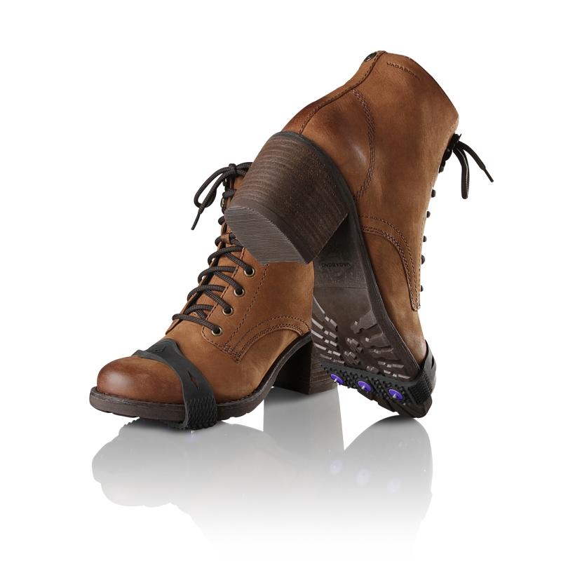 skor med broddar rea